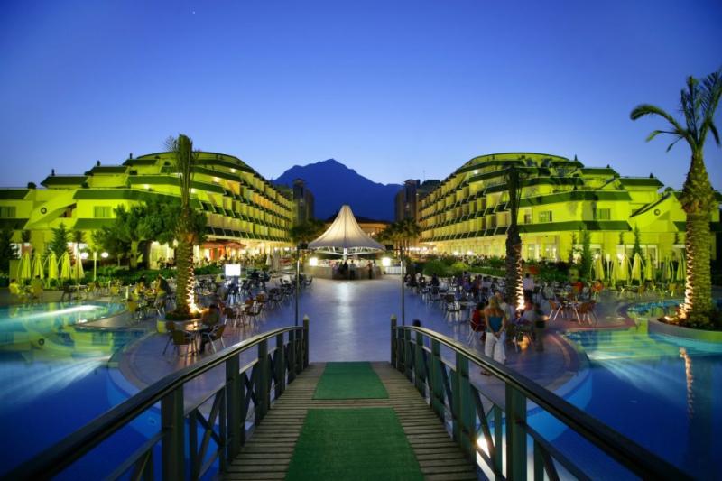 Queen's Park Resort Hotel2699