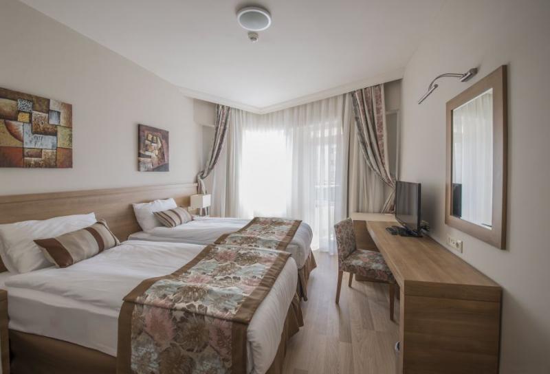 Ramada Resort Lara2982