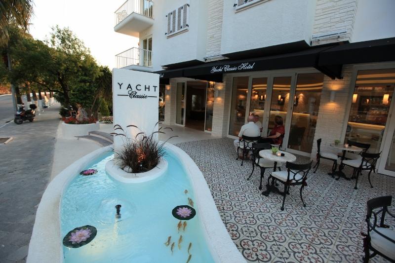 Yacht Classic Hotel3285