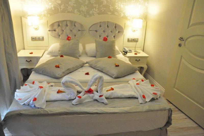 Pine Hill Hotel3957