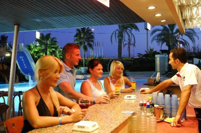 White City Beach Hotel8311