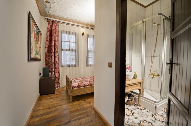 Agatha Lodge & More9905